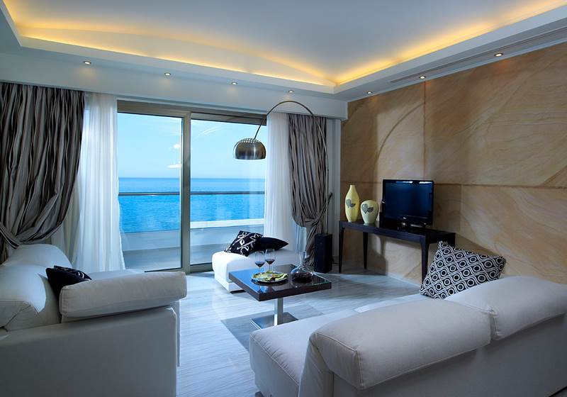 ROYAL SUPERIOR SUITE SEA FRONT WITH JACUZZI